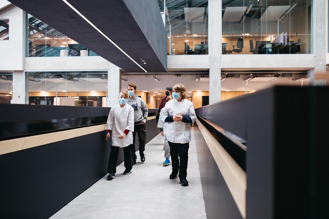 Mikaelin koulun oppilaat tutustuvat Juniori AMK:ssa Turun ammattikorkeakoulun tiloihin