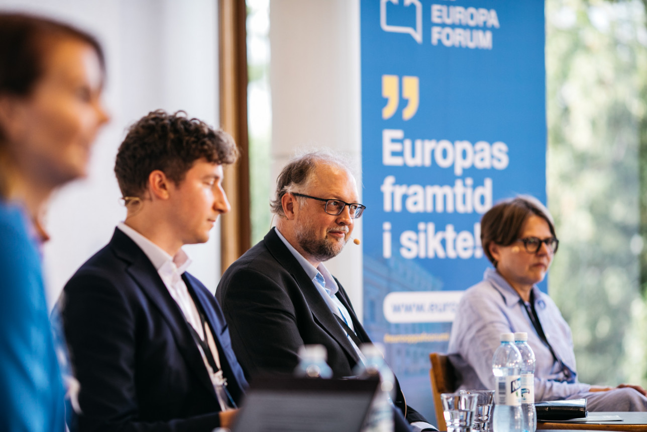 Kuvassa on paneelikeskustelun puhujia vuoden 2020 Eurooppa-foorumissa