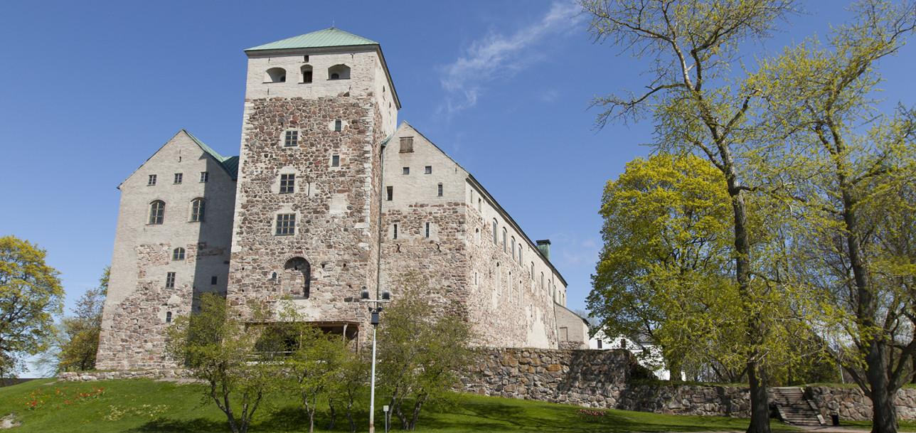 Turun linna linnanpuistosta nähtynä. Kuva: Tommi Vihko