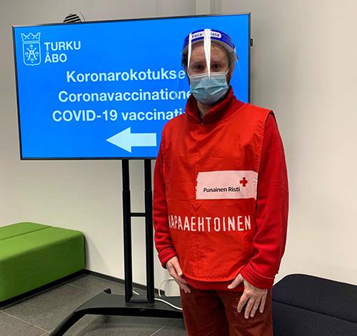 Suomen Punaisen Ristin vapaaehtoistyöntekijä