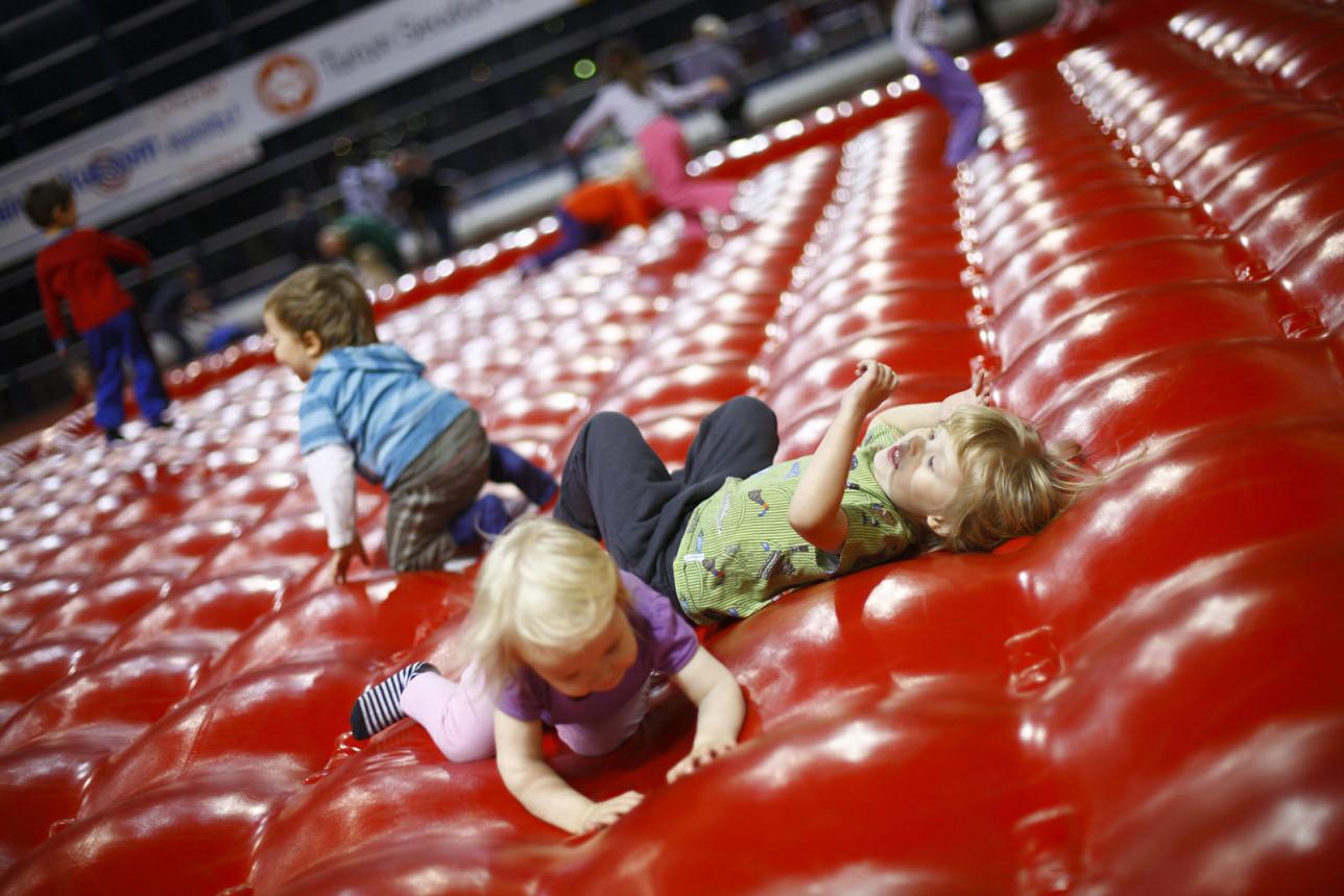 Lasten liikunnan ihmemaa Kupittaan urheiluhallissa