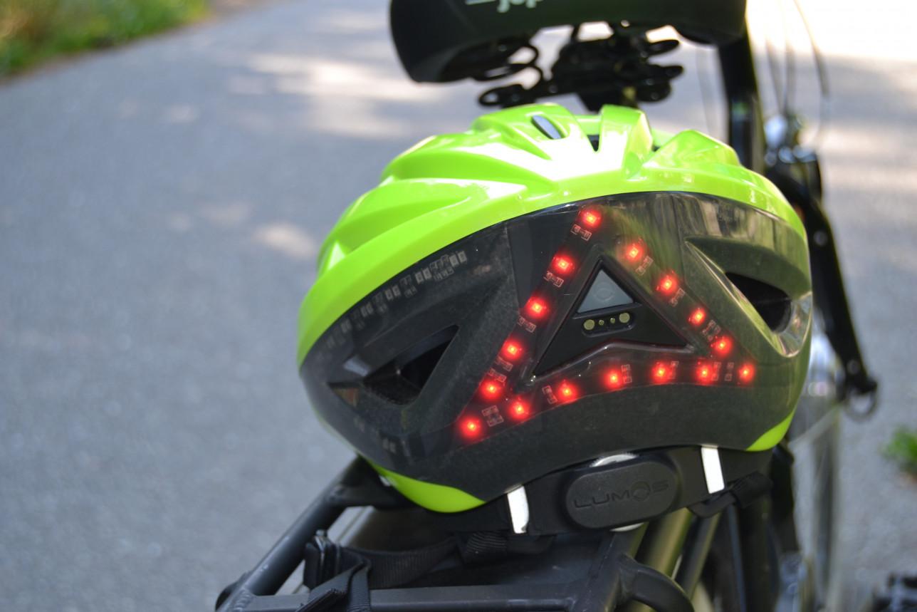 Pyöräilyvalo kypärässä
