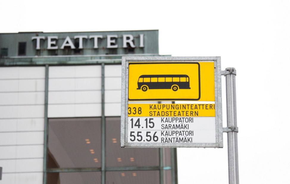 Kaupunginteatterin bussipysäkki.