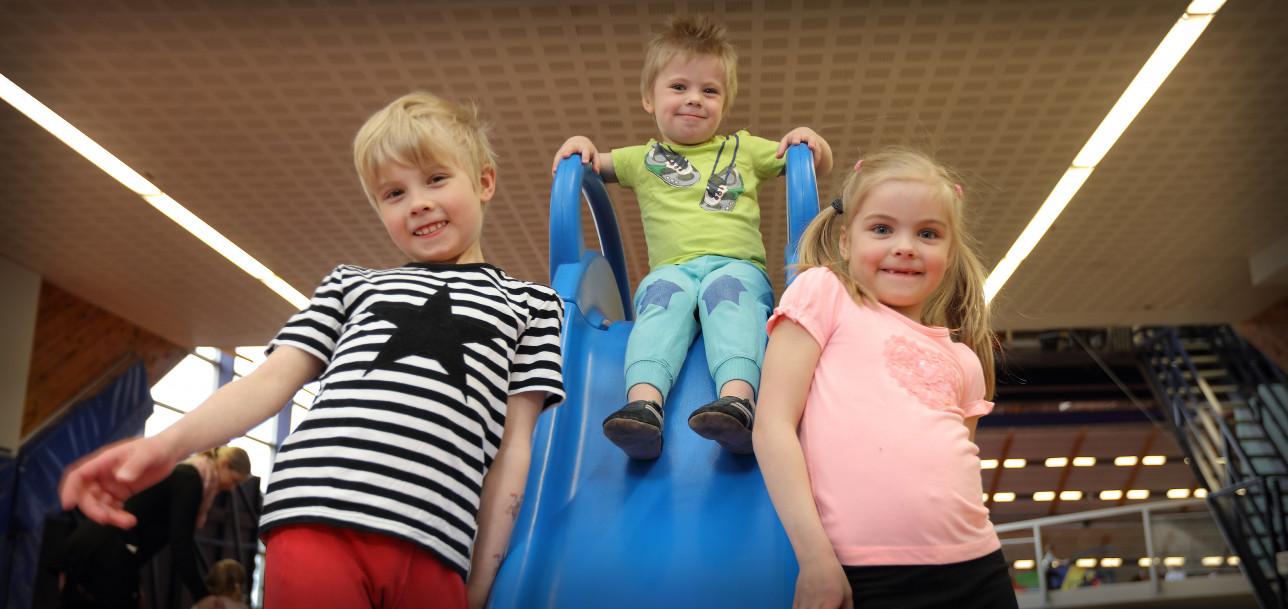 Lasten liikunnan ihmemaa liukumäki
