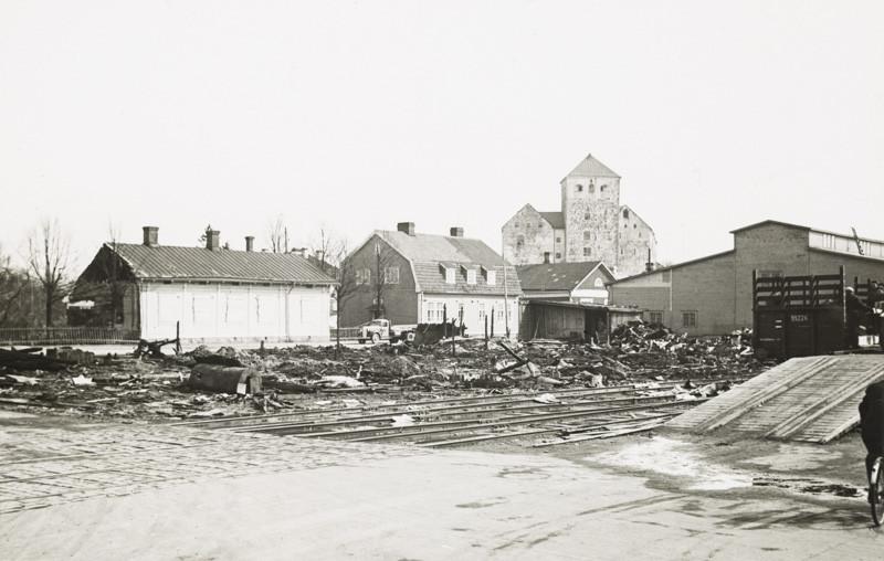 Näkymä Turun satamasta kohti Turun linnaa, 1939–1940. Kuva: Yrjö Paldan, TMK.