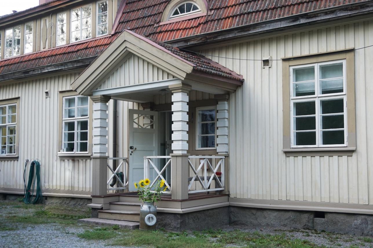 Kuvassa on Nousiaisten 1920-luvulla rakennettu vanha asema.