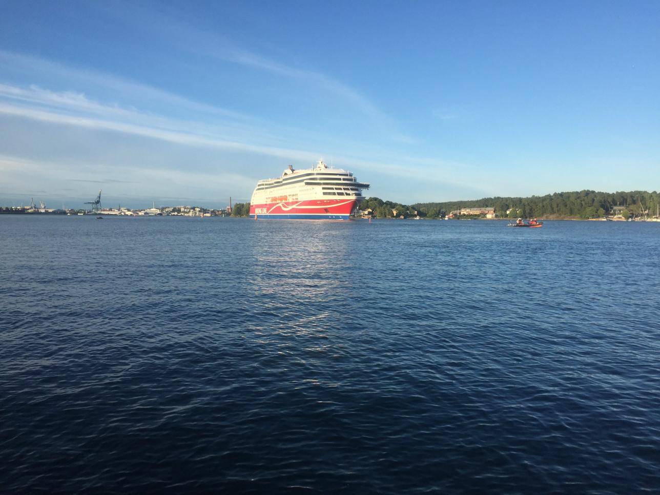 Viking Linen alus horisontissa merellä