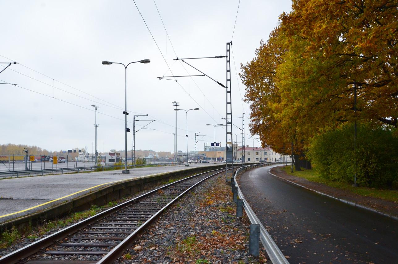 Rautatie ruskan aikaan Linnanniemessä