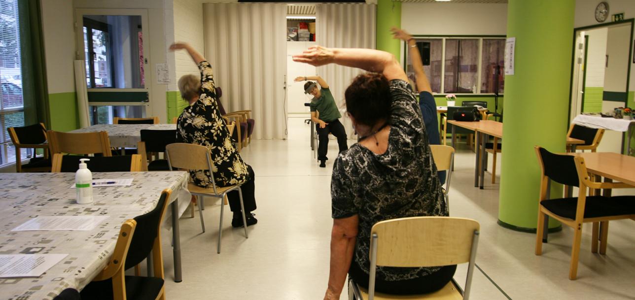 Vire-Laviksessa tanssitaan myös istuen.