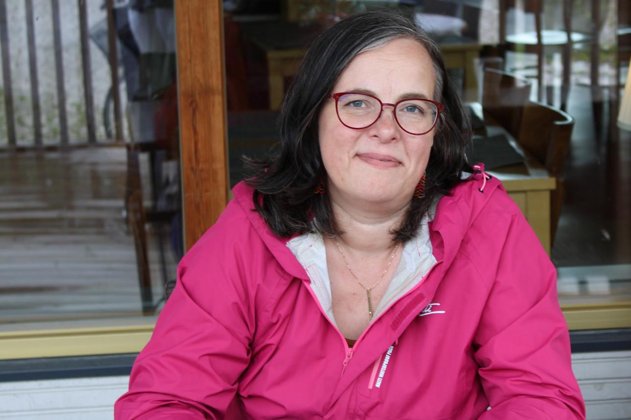 Stella Aalton pinkissä takissa
