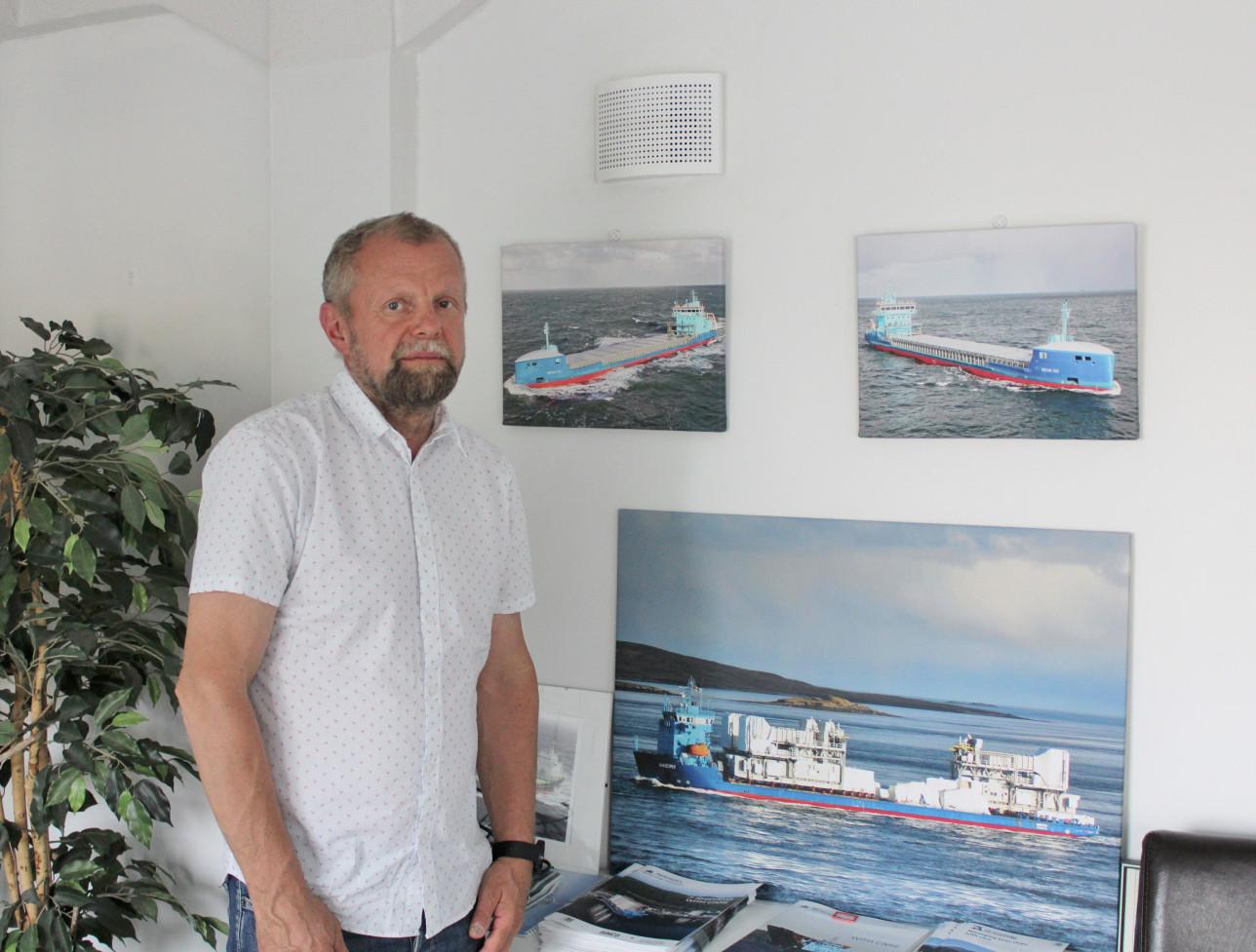 Jussi Mälkiä toimistossaan