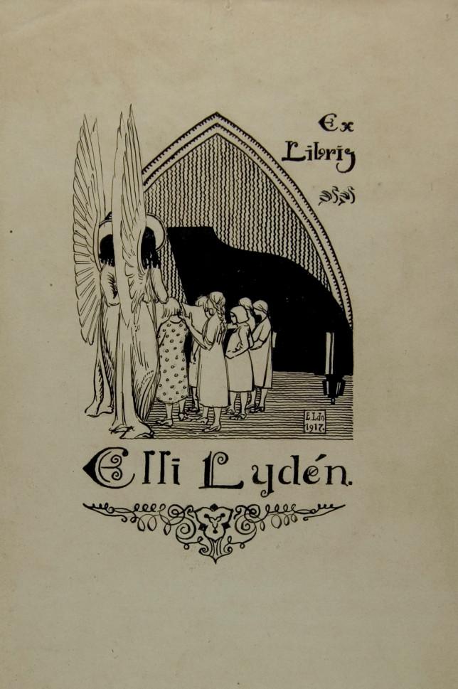 Enkeli ja joukko tyttöjä flyygelin ääressä. Piirroksen yläosan muoto muistuttaa kirkkoa. Kuvan alla koristeellinen teksti: Elli Lydén.