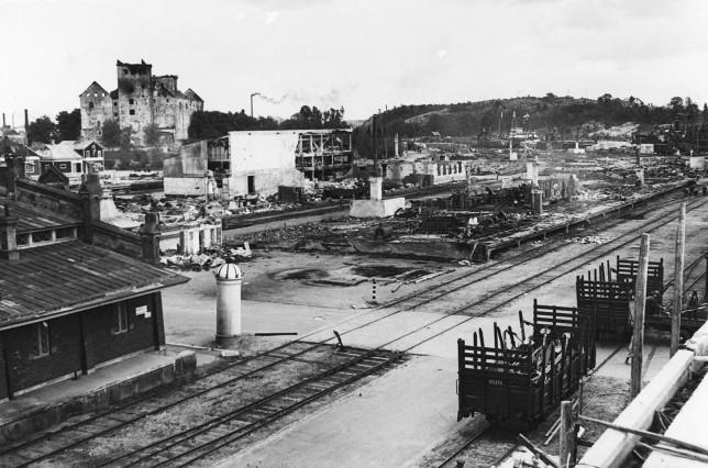 Satama-aluetta palon jälkeen 1941. Kuva: TMK/Yrjö Paldan
