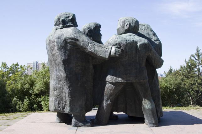 Antti Louhisto: Ystävyyden patsas
