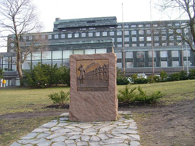 Adolf Ehrnroothin muistomerkki Itsenäisyydenaukiolla