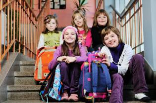koululaiset portailla