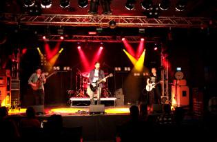 Days in Silence yhtye esiintymässä lavalla Turku Bandstand -katselmuksessa 2019