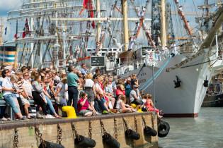 Yleisöä The Tall Ships Races -tapahtumassa