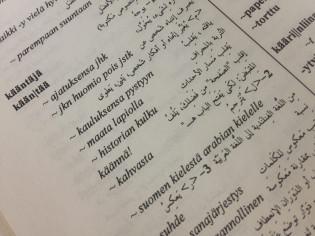 Sanakirjasta aukeama, jossa suomea ja arabiaa