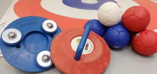 Boccia ja curling välineitä