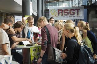 Opiskelijamessuilla voi löytää uuden harrastuksen. Uudet opiskelijat tutustuvat RSGT-messuilla yhdistysten esittelypisteisiin.