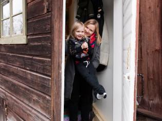Gösta ja Heidi Kyynäräinen asuvat Luostarinmäellä.