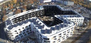 Aurinkopaneeleja Aitiopaikan katolla