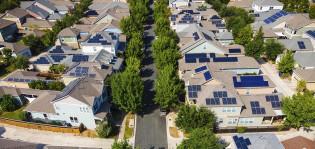 Katot aurinkopaneeleilla