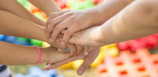 Kädet yhteen