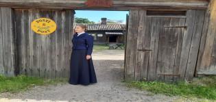 Luostarinmäen postineidin puku