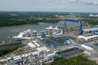 Laivaa rakennetaan telakalla Turussa