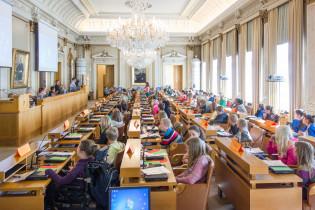 lasten parlamentin kokous
