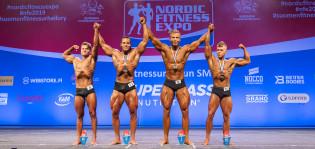 Classic bodybuilding -kilpailijoita lavalla.