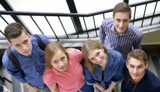 opiskelijoita portailla