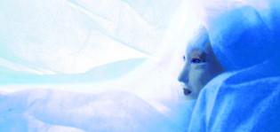 Lumikuningatar-nukke syaani