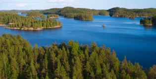 Vesialueita ja kuusimetsäisiä saaria