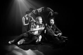 Turun Nuoren Teatterin näytelmä Kaarna