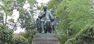 Porthanin patsas. C.E. Sjöstrand. Turun kaupungin taidekokoelma