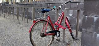 Telineeseen lukittu pyörä