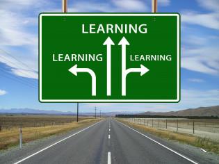 """tiekyltti, jossa lukee """"learning"""""""