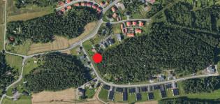 Ilmakuvaan merkitty punaisella pisteellä Sommelontien huutokaupattava tontti Toijaisten alueella
