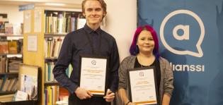 Turun ja Kemin nuorten palvelujen edustajat vastaanottamassa tunnustuspalkintoja.