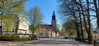 Tuomiokirkko kuvattuna Piispankadun suunnasta.