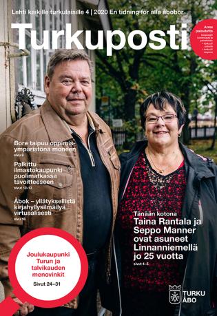 Turkuposti-lehden 4, 2020 kansi, kuvassa Seppo Manner ja Taina Rajala kotitalonsa pihalla. Kannessa ylhäällä lukee isolla Turkuposti ja sen yläpuolella Lehti kaikille turkulaisille 4 / 2020 En tidning för alla åbobor.