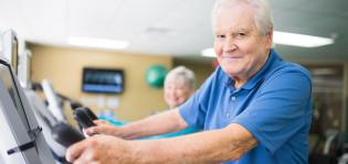 Voimaharjoittelu kannattaa ikääntyneenä.