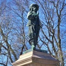 Pietari Brahen muistomerkki on Brahenpuistossa.