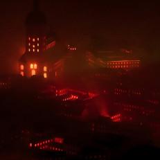 Pienoisteatteri esitteli vuoden 1827 Turun paloa kolmiulotteisesti äänen, valon, savun ja tarinoiden avulla.