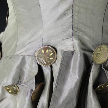 Yksityiskohta naisten ratsastusjakusta 1700-luvulta
