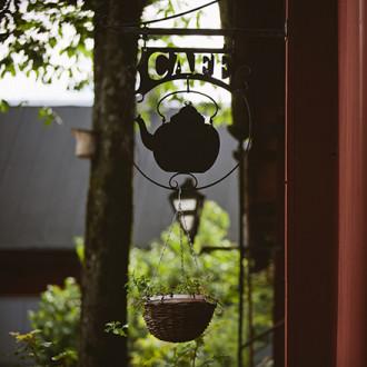 Cafe Qwenselin kahvilankyltti. Kuva: Ania Padzik
