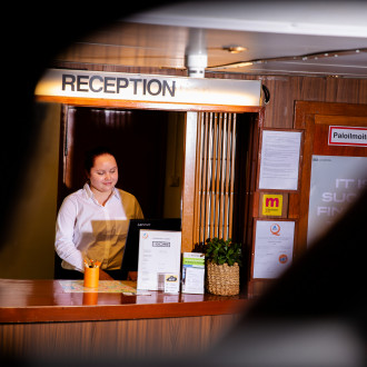 Boren vastaanotossa on vastassa asiakaspalvelija, joka voi olla TAIn matkailualan opiskelija.